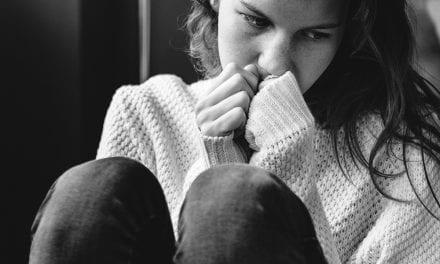 Cum sa ajuti pe cineva drag care sufera de depresie?